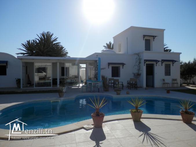 Location villa avec piscine à Tezdaine porche de la mer pour vacances d'été