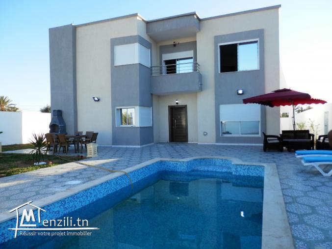 Location superbe villa avec piscine neuve proche de proche de la mer pour vacances d'été