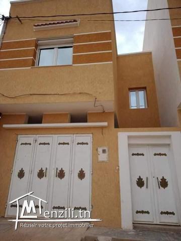 للبيع منزل حديث البناء في حي  القضاة القصرين
