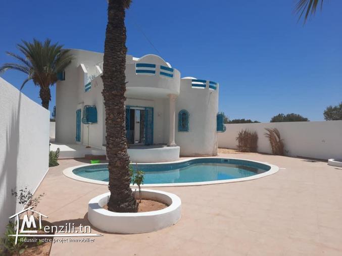 Location saisonnière d'une charmante villa S+3 à Midoun Djerba route du phare