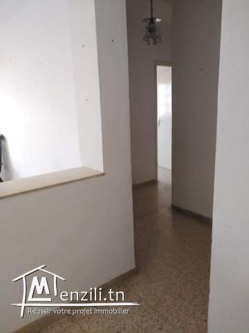 A vendre un appartement s+3 résidence nade borj louzir