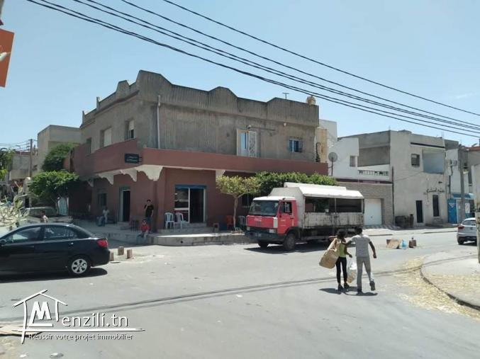 Maison à vendre avec local commercial (café)