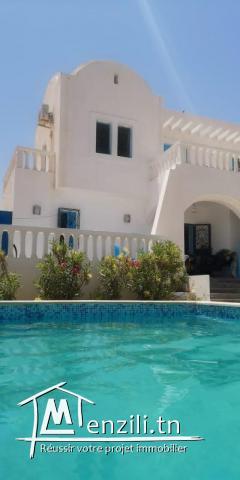 Location villa s+3 avec piscine à Midoun Djerba spacieuse villa avec piscine