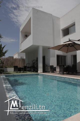 A Vendre villa s5 avec piscine et jardin à La Marsa