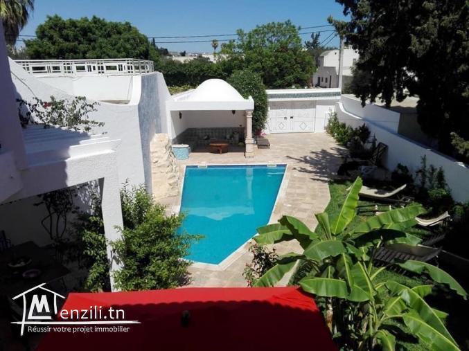 Villa S+4 meublé de 350m² sur un terrain de 500m² à Hammamet Centre