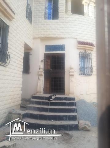 A Vendre maison à 2 étages à Jardin D'El Menzah 1