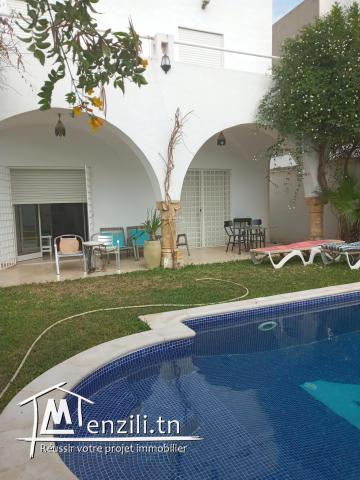 A louer villa meublée avec piscine S+3 zone Kraxy proche centre-ville