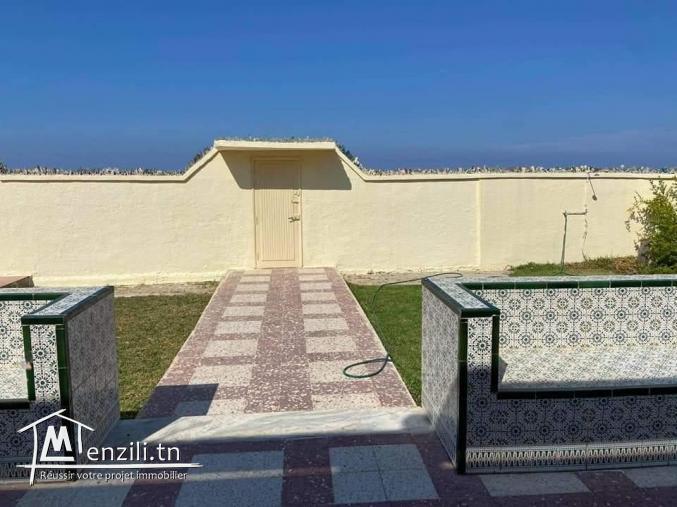 Villa S+2 pied dans l'eau à louer à Sousse