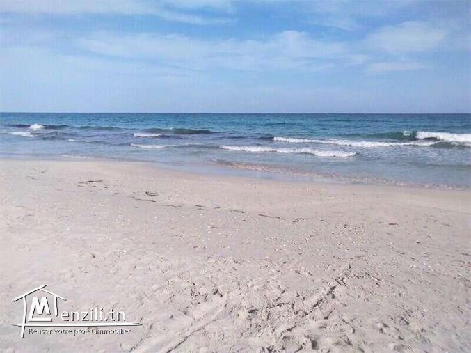 منزل مؤثث يبعد 1 دقيقة مشي عن شاطئ البحر بالمناقع