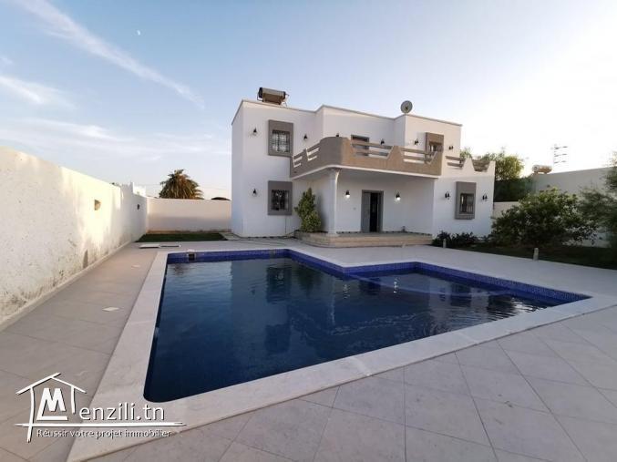 villa avec piscine L488
