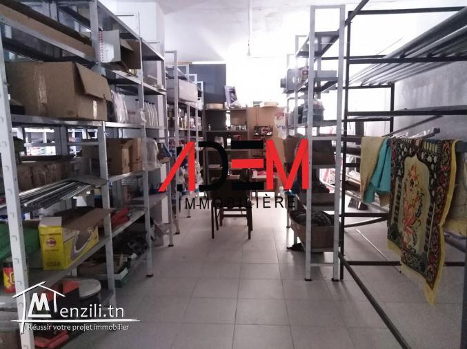 Local commercial sur une route principale de 210 m² à cité Riath