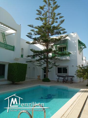 A vendre magnifique maison de 450 m2 dans station balnéaire proche de la mer