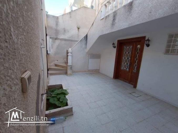 villa sur 3 niveaux située à cité RIADH 4