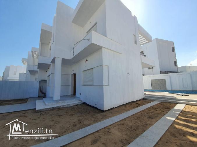 Duplex S+4 de 240m² sur terrain de 297m² à Yasmine Hammamet