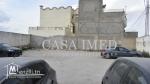 un superbe terrain situé à Ksar Saiid 2 Bardo Bien  clôturé avec un porte.