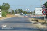 terrain sur la route principale elhaouaria